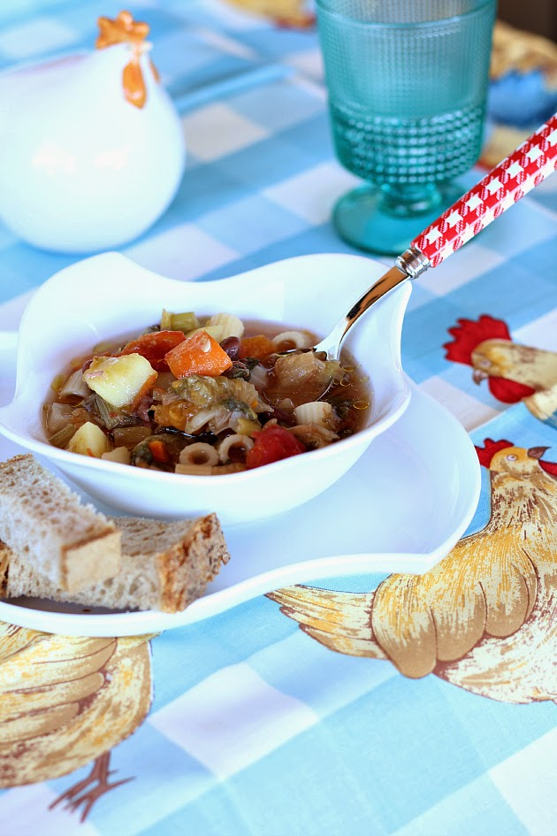 Minestrone con verdure, fagioli e ditalini