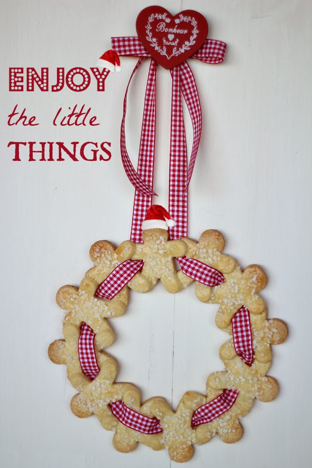 ghirlanda_di_natale_con_biscotti_gingerbread
