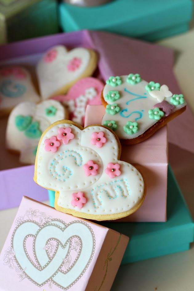 Torta con pasta di zucchero a cuore