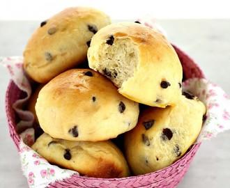 pangoccioli, panini al latte con gocce di cioccolato