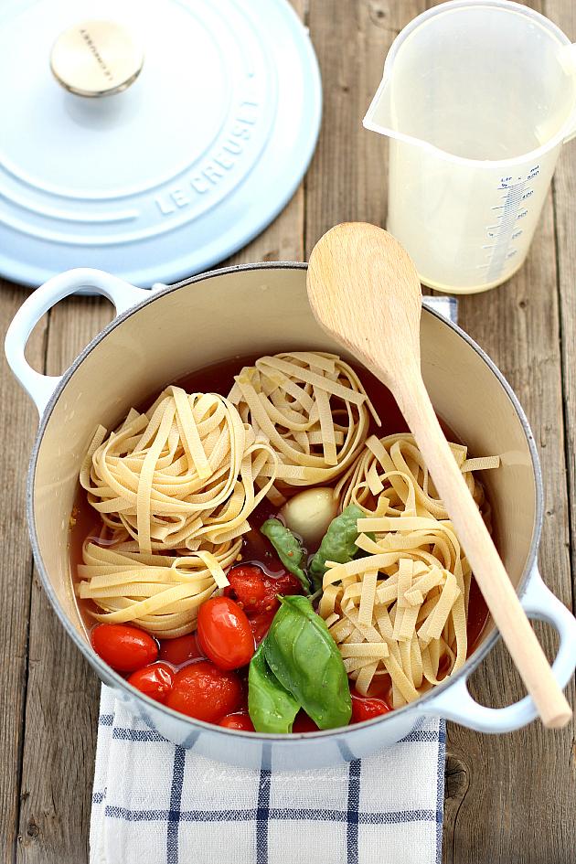 Cottura pasta e pomodoro in-una-sola-pentola-One-pot