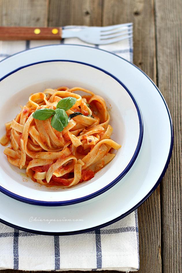 Ricetta facile, pasta e pomodoro tutto in pentola-One pot