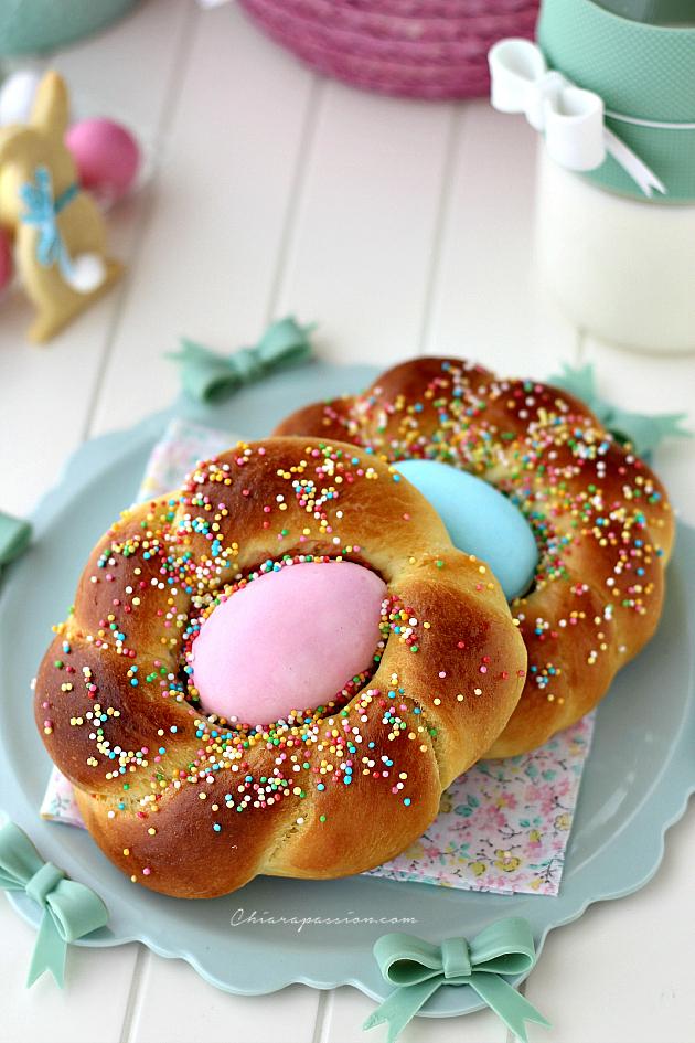 brioche di pasqua decorate con uovo