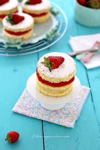 Torta-soffice-al-limone-con-crema-acqua