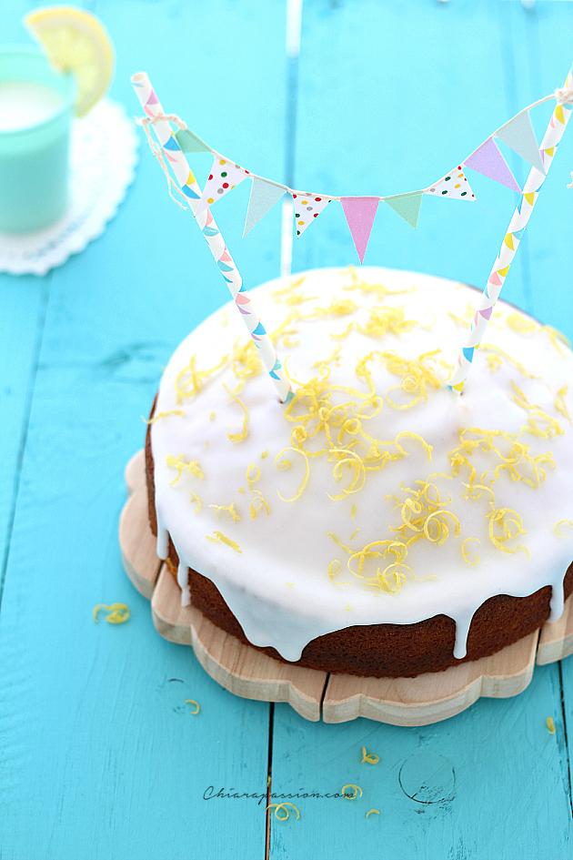 torta-glassata-al-limone-con-bandierine