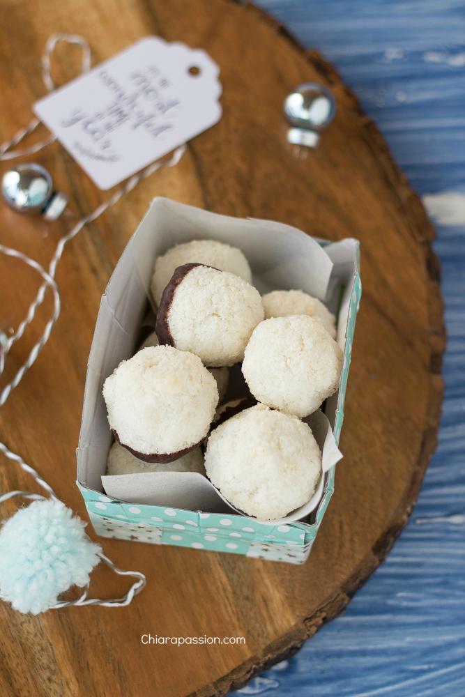 scatola-con-piatto-di-carta-porta-biscotti