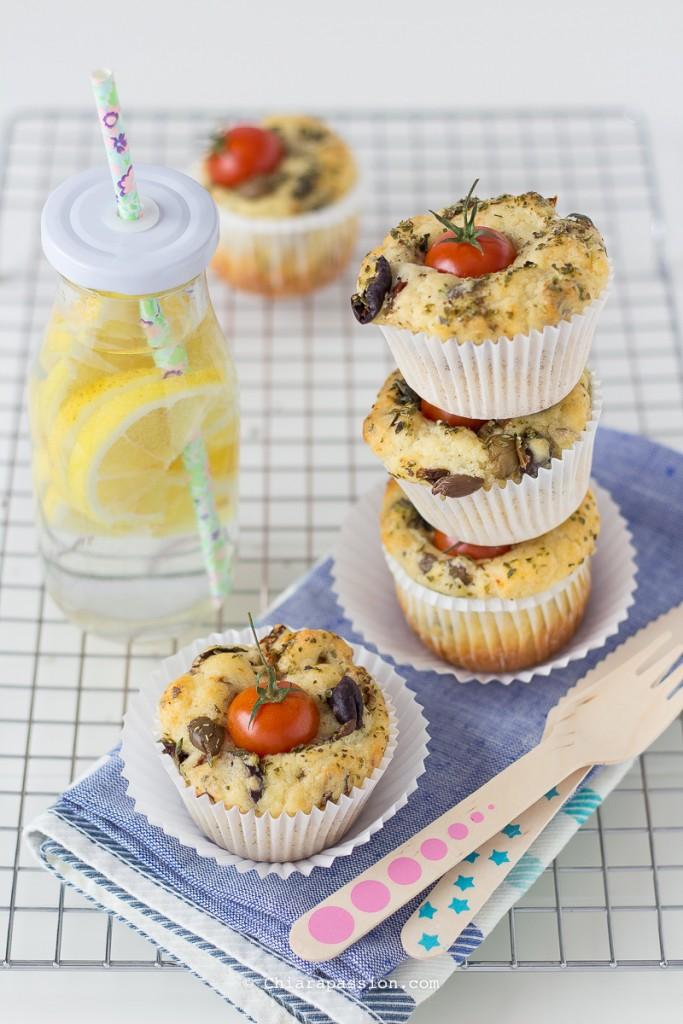 come-fare-muffin-con-olive-taggiasche-pomodorini-secchi-morbidissimi