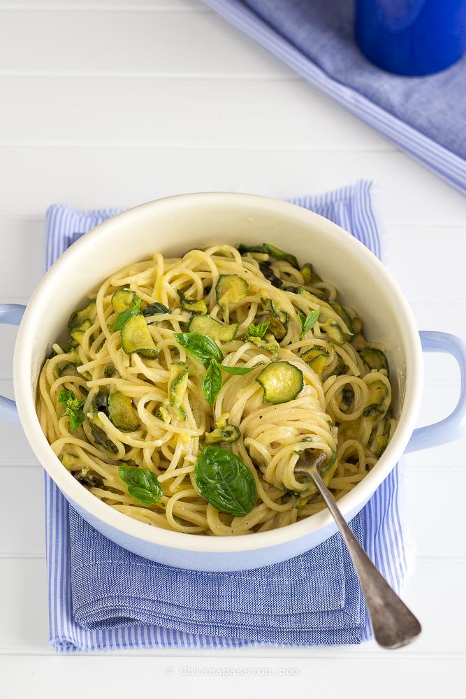 ricetta-pasta-alla-nerano-spaghetti-zucchine-provolone-del-monaco-parmigiano-trucco-burro-cremina