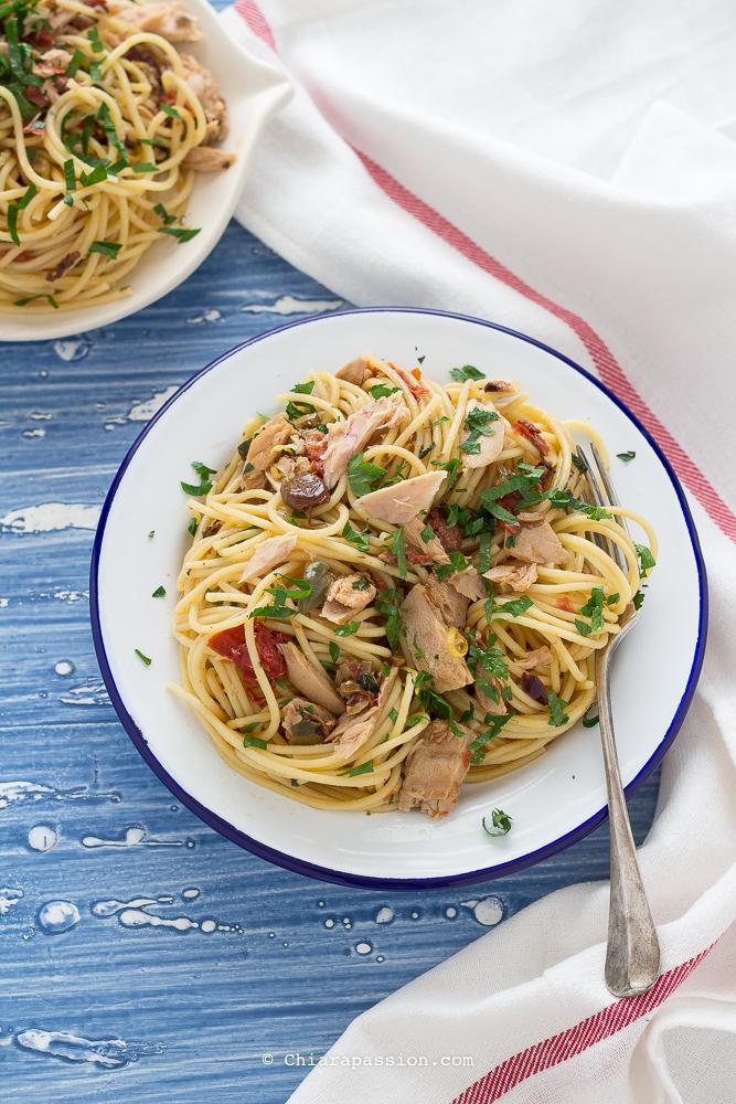 pasta-con-tonno-limone-pomodori-secchi-capperi-primo-piatto-facile