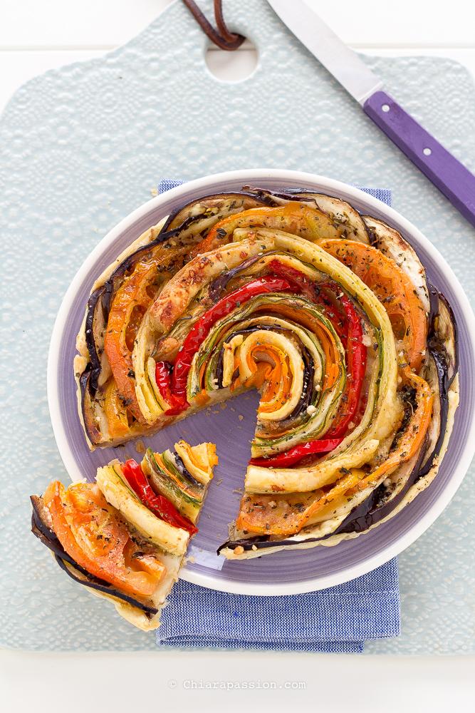 torta-salata-di-verdure-pasta-sfoglia-spirale-fiore