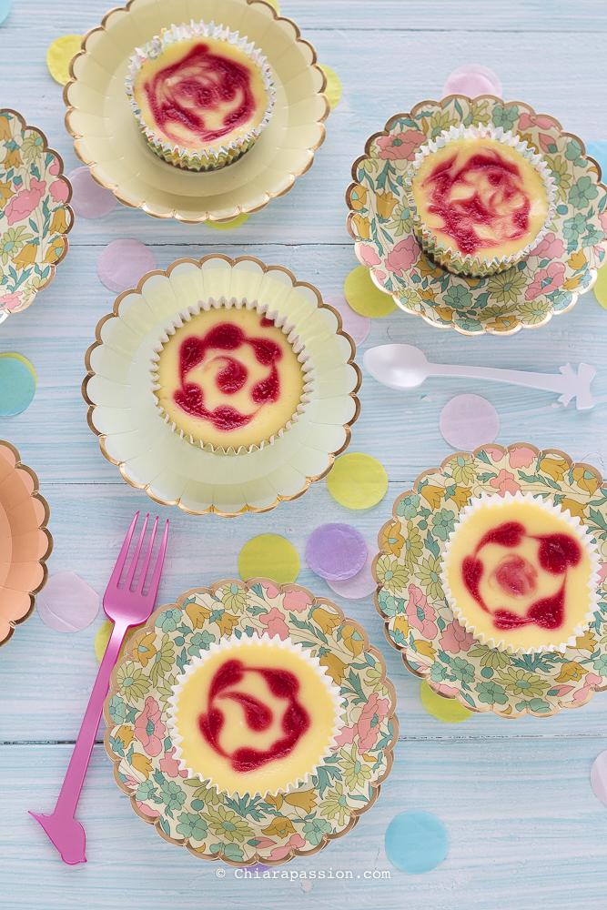mini-cheesecake-marmorizzate-ai-lamponi-ricetta-facile
