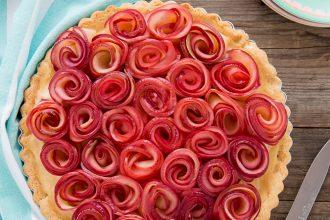 crostata-con-rose-di-mele-crema-pasticcera