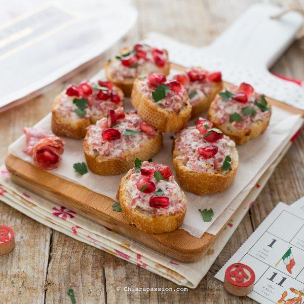 crostini-con-stracchino-salsiccia-finger-food-facile-veloce