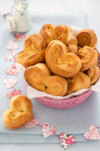 panini-al-latte-forma-cuore-ricetta-heart-bread
