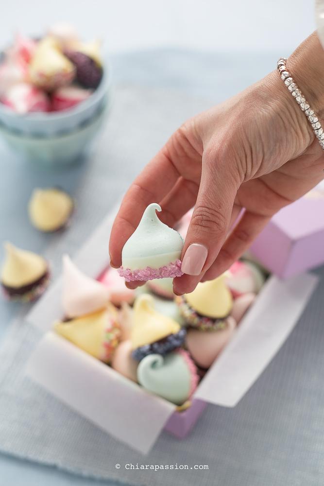 ricetta-meringhe-colorate-meringue-kisses