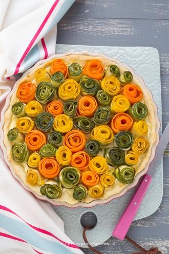 torta-salata-con-rose-verdure-zucchine-carote