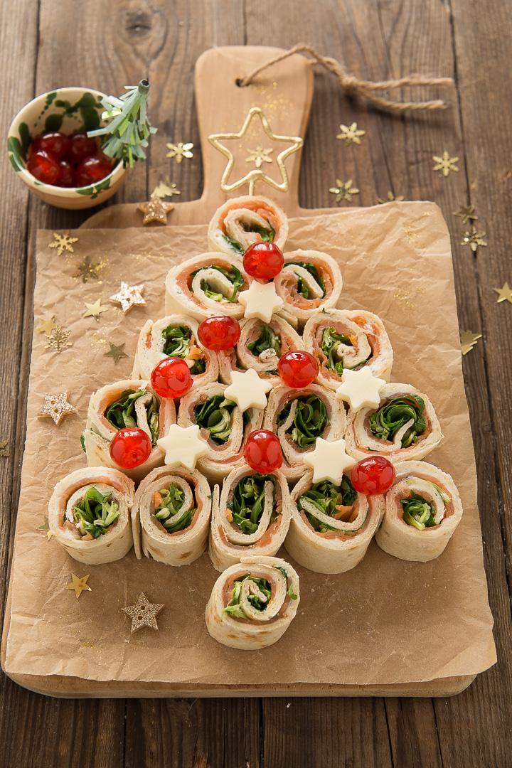 Antipasti Di Natale Con Il Salmone.Albero Girelle Di Piadina Gorgonzola E Salmone