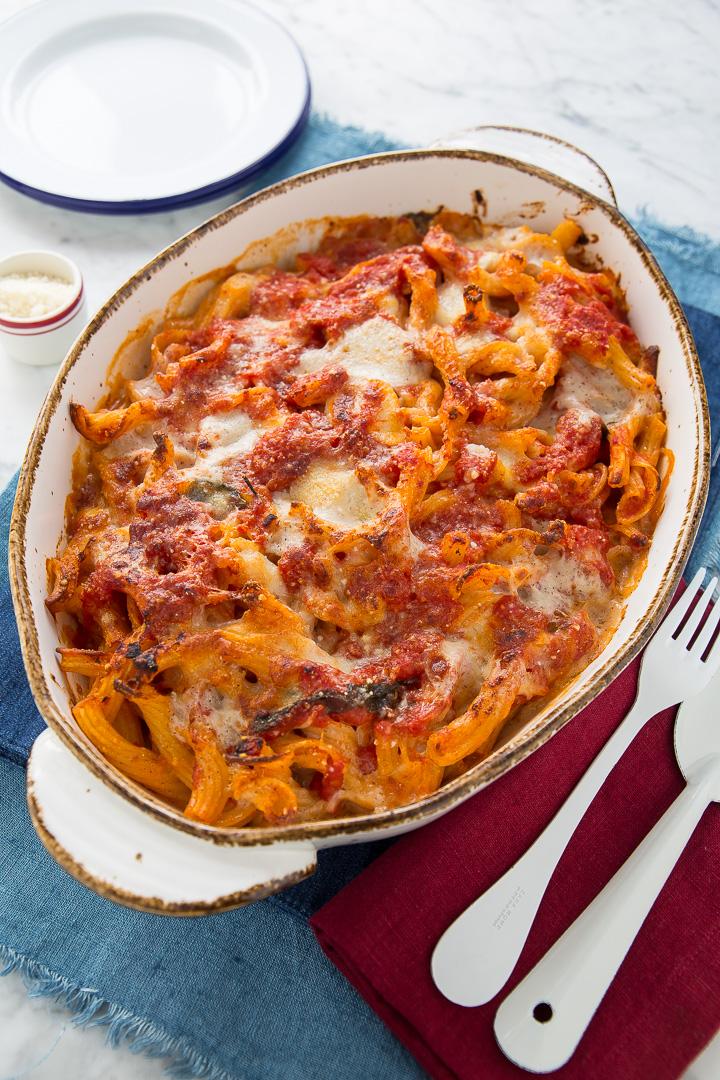 Pasta pasticciata pasticcio di pasta al forno con for Ricette primi piatti originali