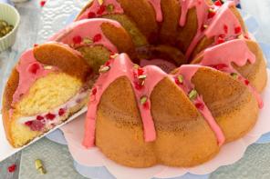 Torta con crema di ricotta e fragole