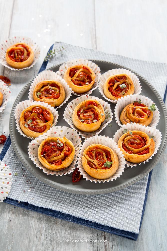 Amato Ricetta Girelle di pasta sfoglia al pomodoro - Chiarapassion OT89