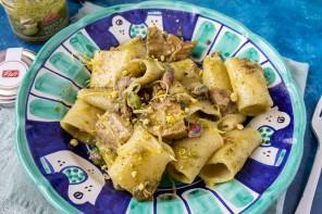 Pasta con tonno e pesto di pistacchi